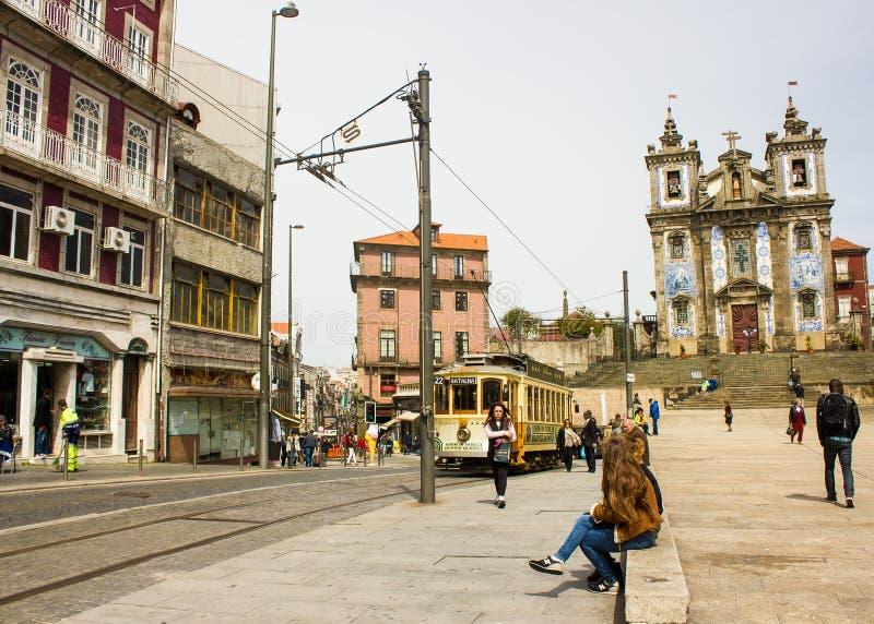 波尔图,葡萄牙:Batalha广场和Santo伊尔德方索教会 免版税库存图片