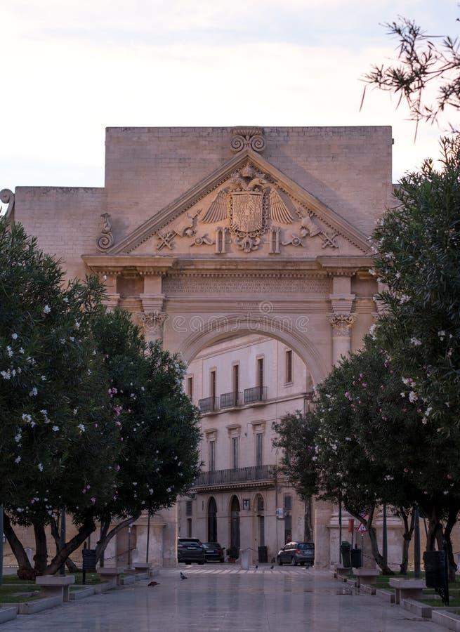 波尔塔拿坡里,对莱切的历史的门在普利亚,意大利南部 免版税库存图片