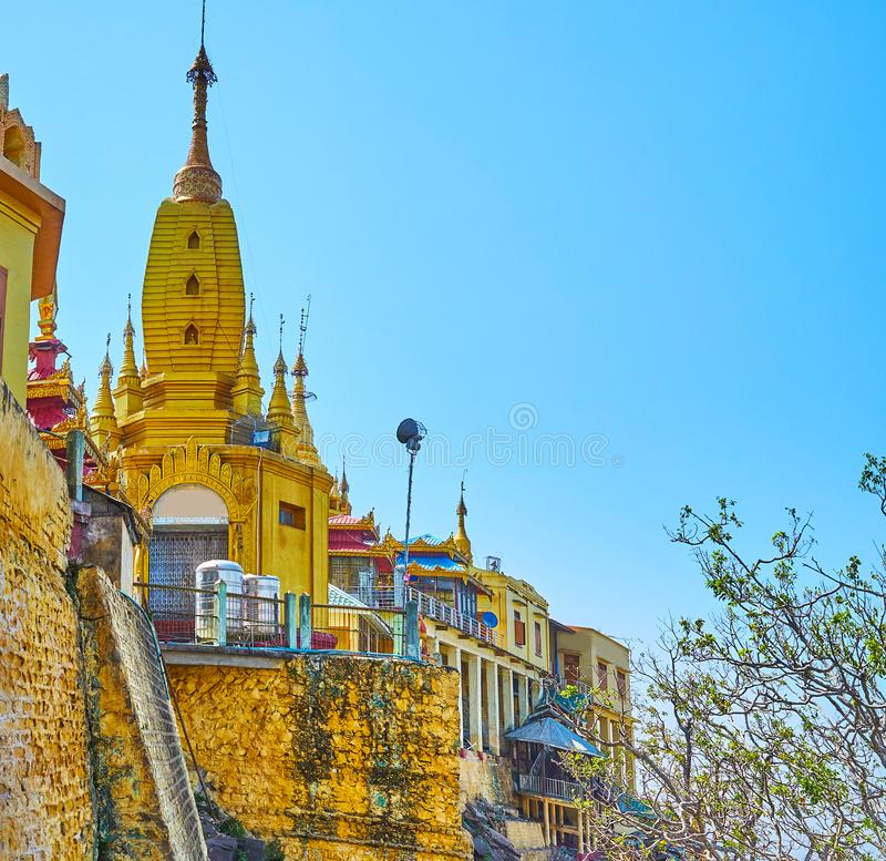 波帕岛塔翁Kalat修道院,缅甸 免版税库存照片
