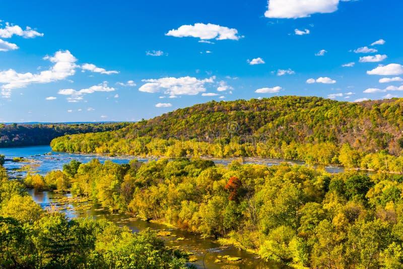 波托马克河的看法从一个小山顶的竖琴师的轮渡的,西部 免版税库存照片