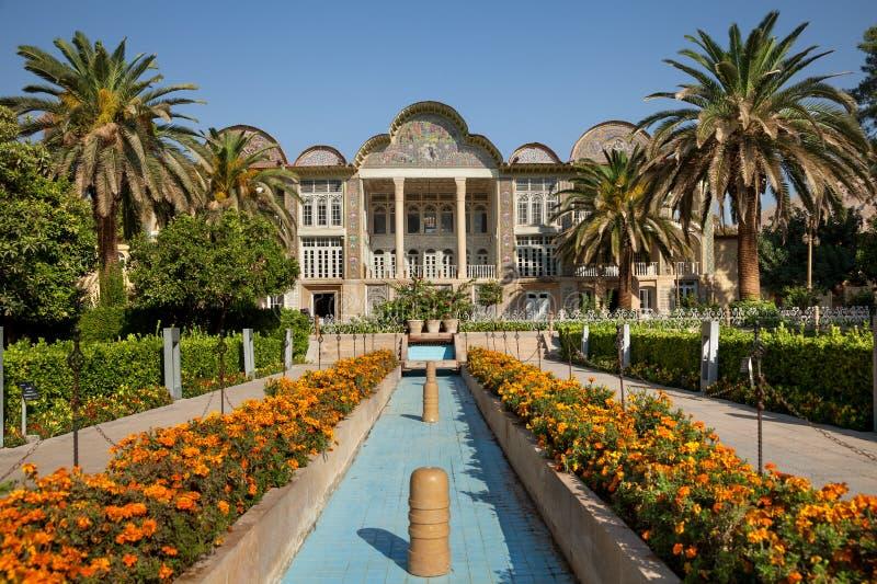 波斯人Bagh Eram庭院和它的亭子在市设拉子 图库摄影