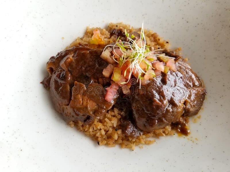 波斯塔negra或哥伦比亚的样式黑牛肉 从卡塔赫钠哥伦比亚的传统cusine板材 免版税库存照片