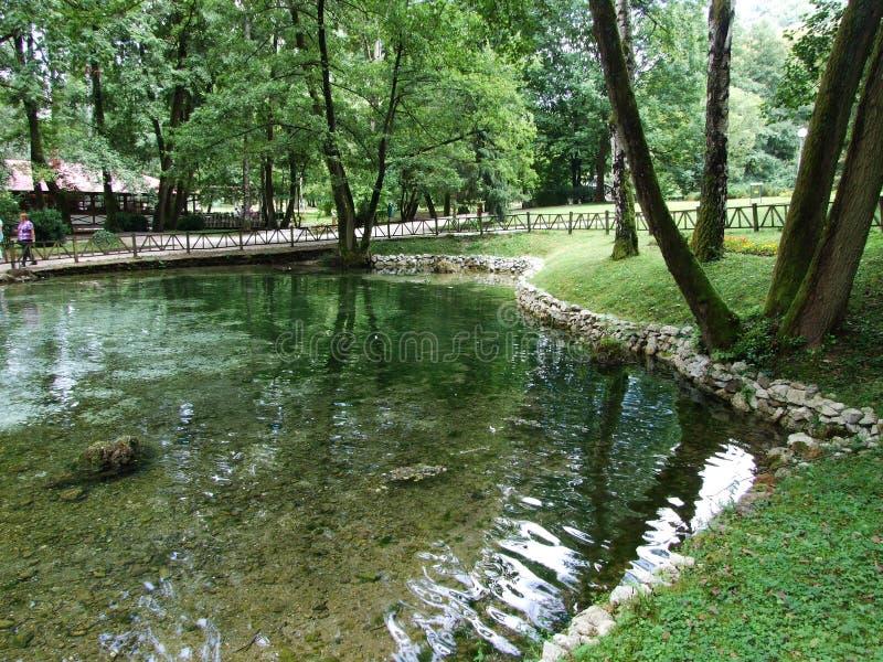 波斯尼亚河河的公园和来源 图库摄影