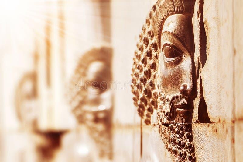 波斯波利斯是波斯古城 伊朗 在墙壁上的石浅浮雕 免版税库存照片
