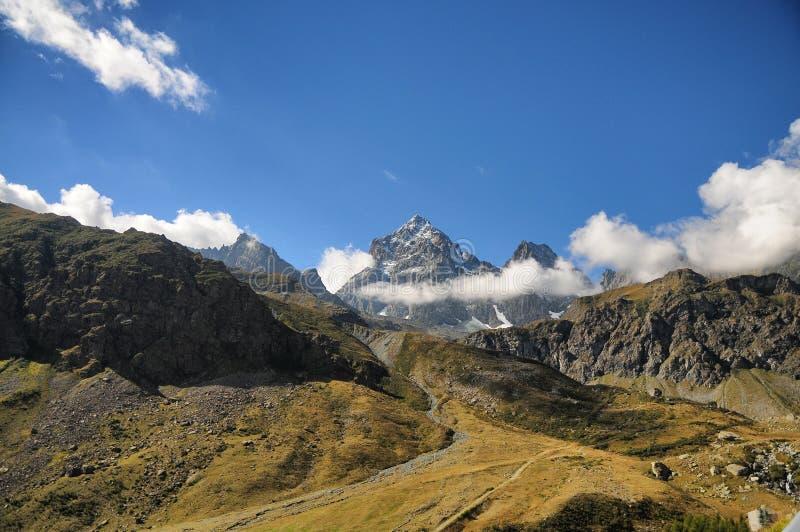 波河春天Viso登上阿尔卑斯山麓站点  库存图片