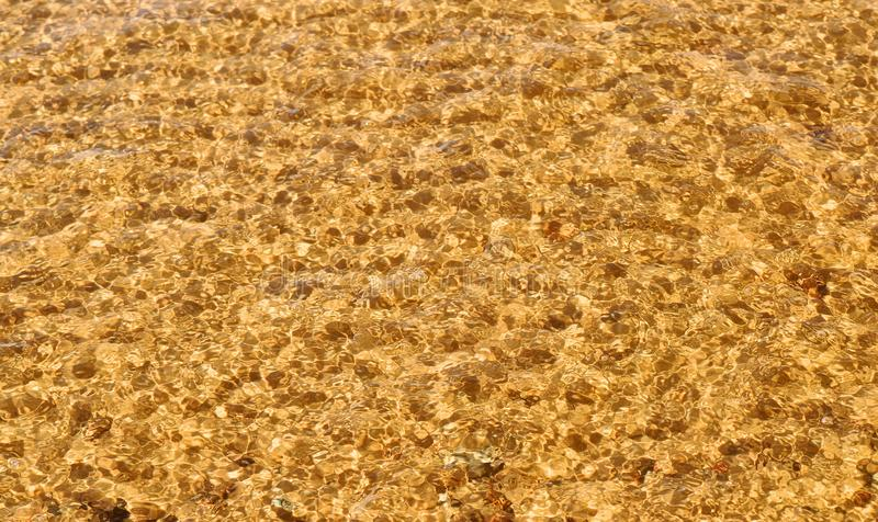 波浪在顶视图的海海滩 库存照片