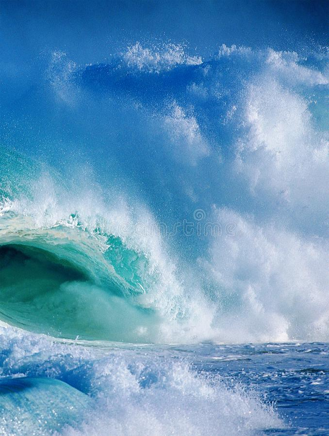 波浪崩溃 库存图片