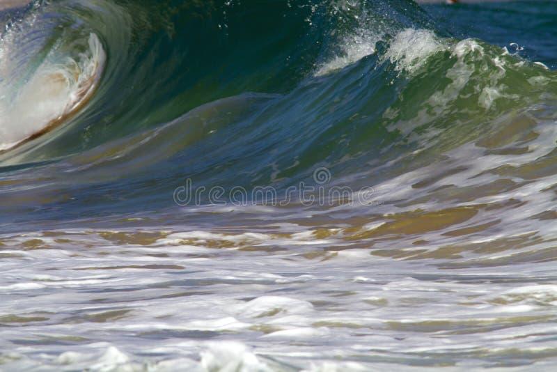 波浪断裂/海浪断裂在考艾岛,夏威夷 免版税库存图片