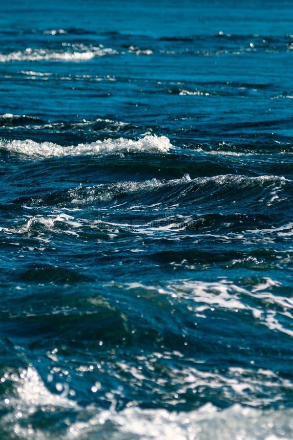 波浪被隔绝的看法  免版税图库摄影