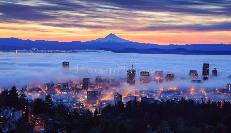 波特兰有雾的日出  图库摄影