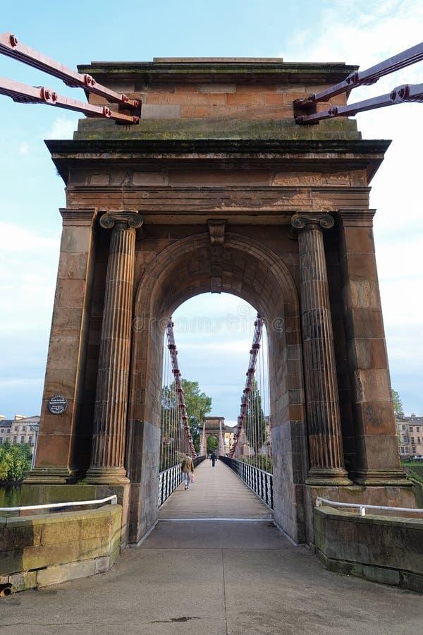 波特兰街格拉斯哥,一个垂直的看法的苏格兰吊桥  免版税库存图片