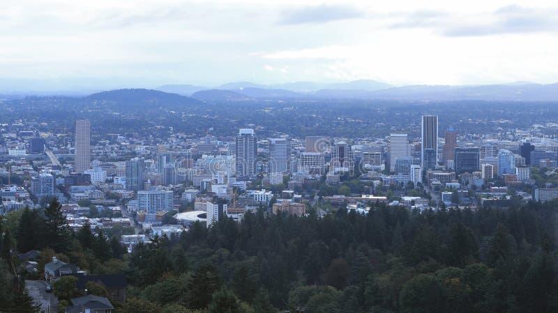 波特兰,俄勒冈有薄雾的看法市中心 库存图片
