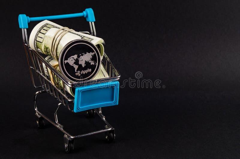 波纹是交换一个现代方式,并且这隐藏货币是方便付款方式在财政的 免版税库存图片