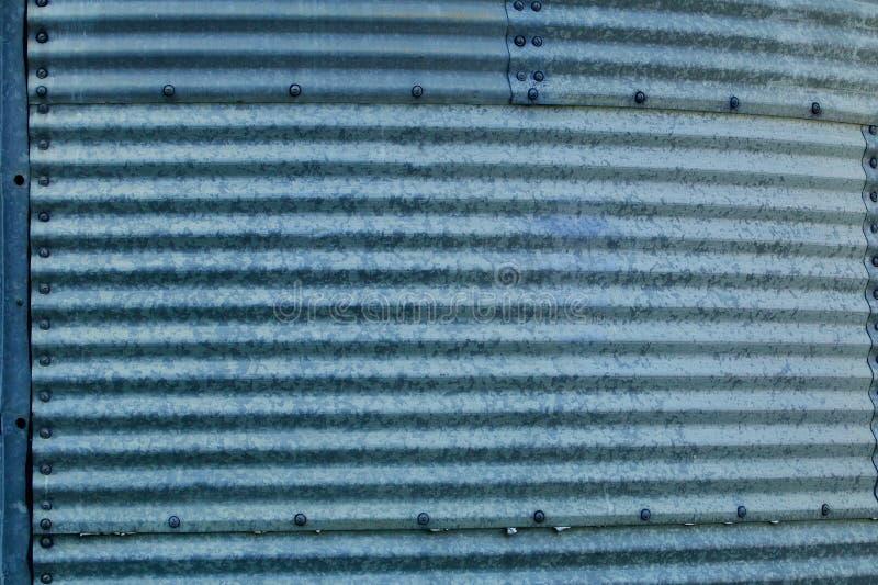 波纹状的蓝色被镀锌的钢容器部分 图库摄影