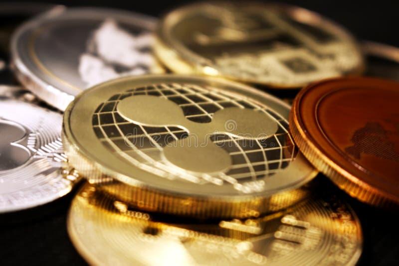 波纹-革命化数字付款的一新的cryptocurrency -与其他隐藏硬币的硬币 免版税库存图片