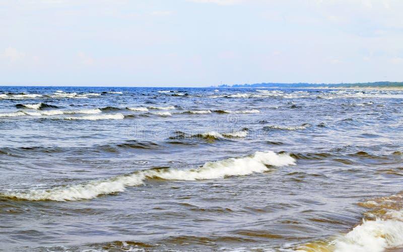 波罗的海,子线 被创造的风挥动与白色泡沫 图库摄影