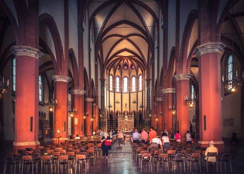 波隆纳,意大利- 8月11 2013? 室内装饰在哥特式建筑大教堂里 免版税库存照片