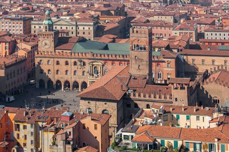 波隆纳-从Torre Asinelli的外型Palazzo波德斯塔和Palazzo的Comunale 免版税库存图片