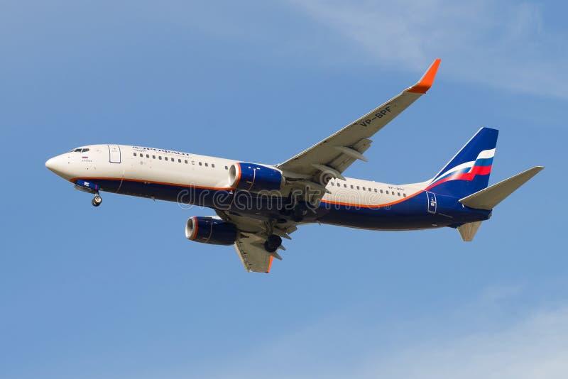 波音737-800'尼古拉斯Roerich'登陆在普尔科沃机场的VP-BPF苏航航空公司 免版税库存图片