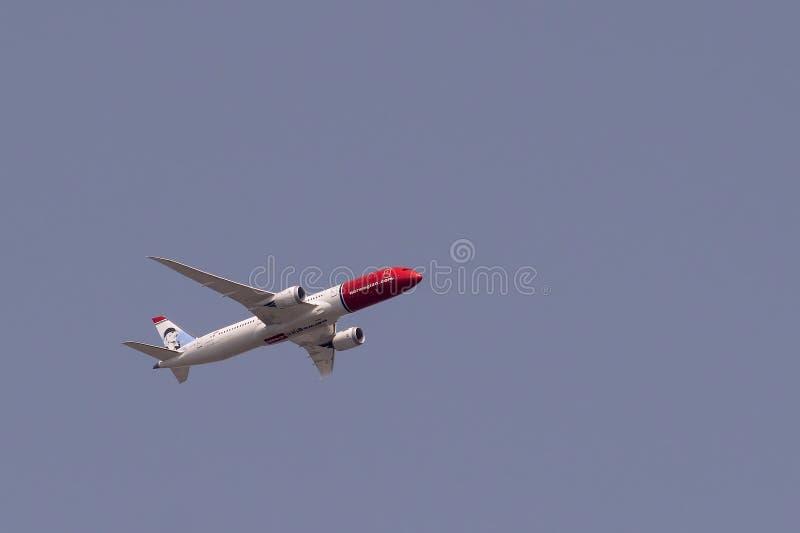 波音787-9 Dreamliner从在飞行中挪威语 免版税库存照片