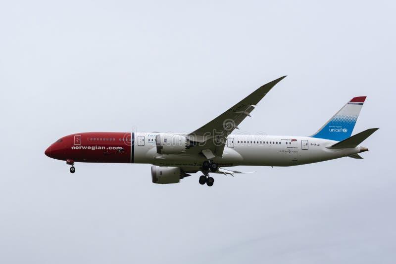 波音787-9 Dreamliner从挪威空气英国着陆 库存照片