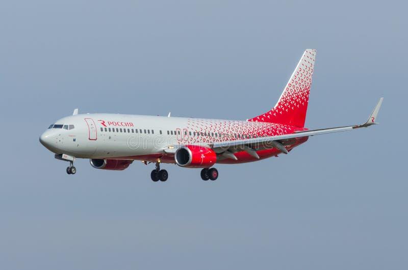 波音737-800 Rossiya航空公司,机场普尔科沃,俄罗斯圣彼德堡2017年5月 库存照片