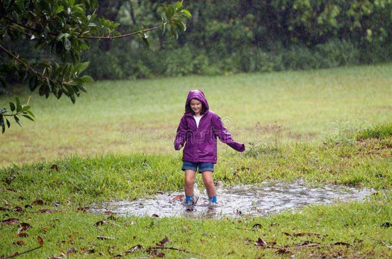 泥泞的水坑的子项 库存照片