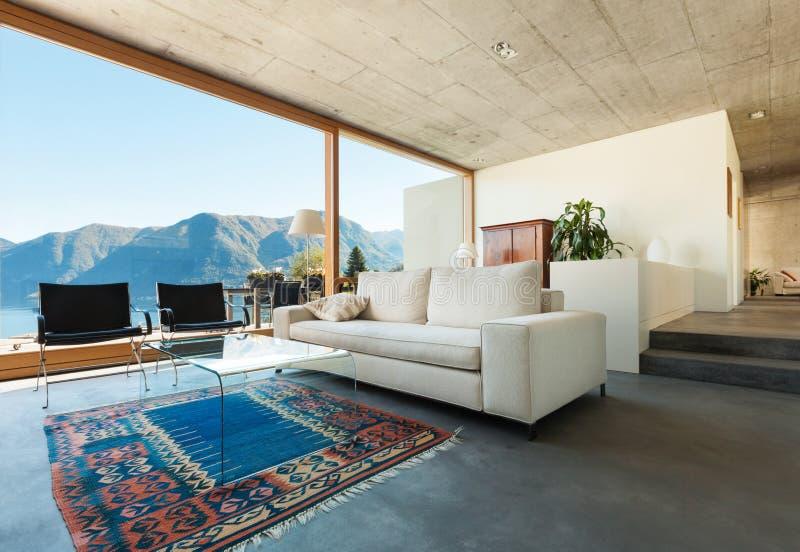 水泥的现代房子 免版税库存照片
