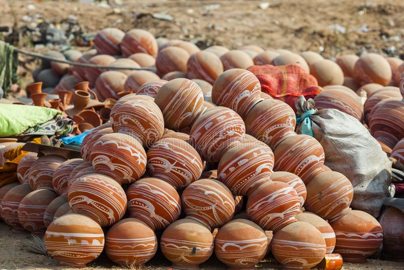 泥罐在市场的印度 库存照片