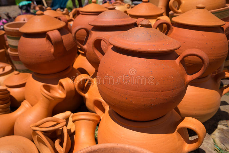 泥罐待售在Villa de莱瓦哥伦比亚 免版税库存图片