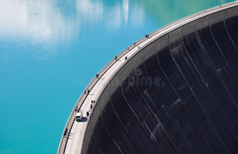 水泥水坝墙壁 Mooserboden高处水库,在Kaprun -滨湖采尔附近,奥地利 免版税库存图片