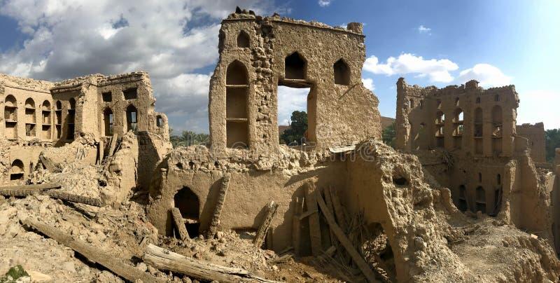 泥Birkat Al Mouz村庄的砖废墟在阿曼 免版税库存图片