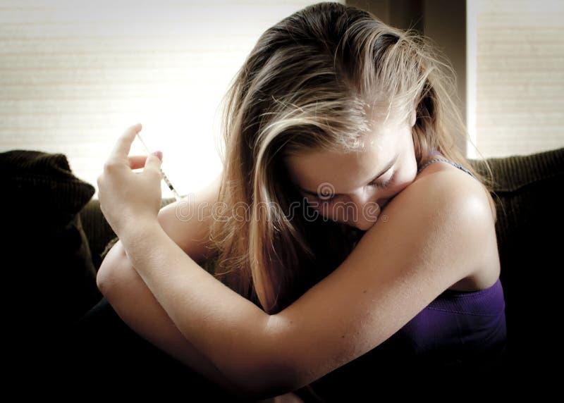 注射胰岛素的女孩 免版税库存照片