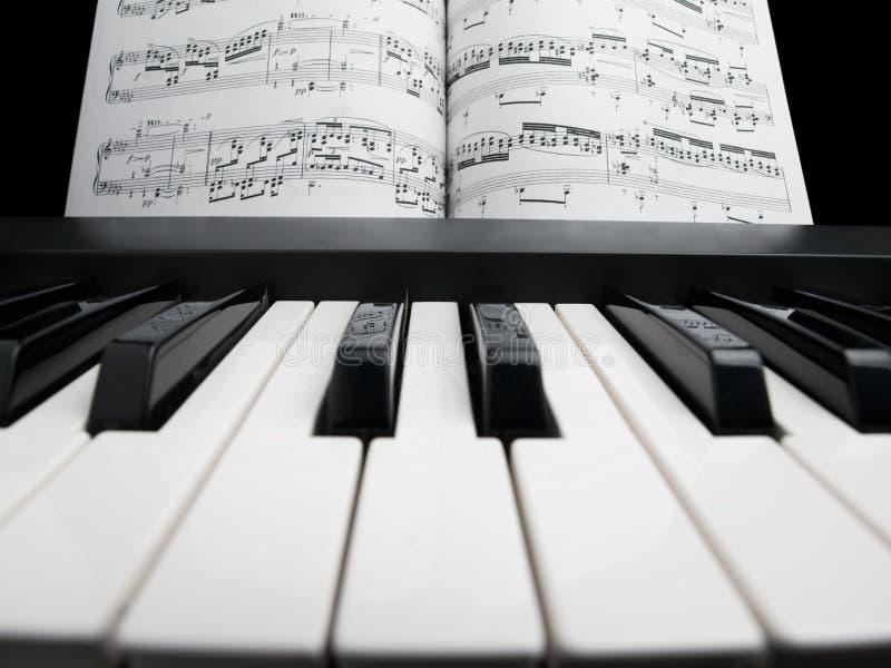 注意钢琴页 库存照片