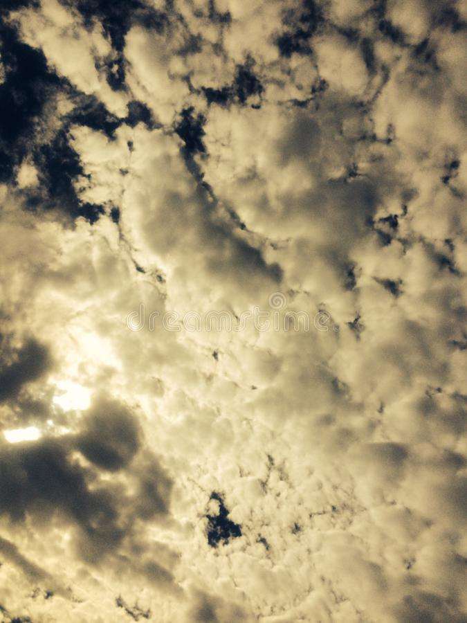注视在佛罗里达的夏令时云彩 库存图片