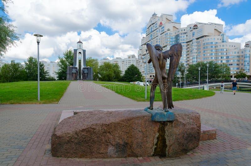 泪之岛国际主义者纪念碑 白俄罗斯明斯克的哭泣守护天使雕塑 库存图片