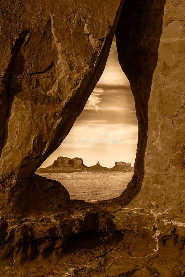 泪珠曲拱在纪念碑谷那瓦伙族人部族公园,犹他 免版税库存照片