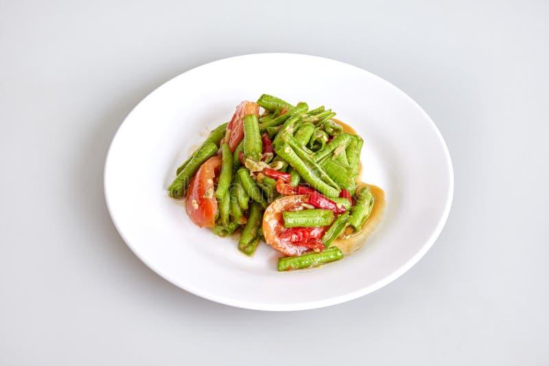 泰国传统食物,地方食物,长的在白色背景的豆辣沙拉母牛豌豆 免版税库存图片