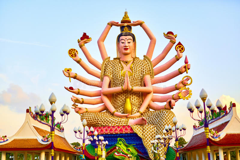 泰国地标 在大菩萨寺庙的观世音菩萨雕象 Buddhis 免版税库存照片