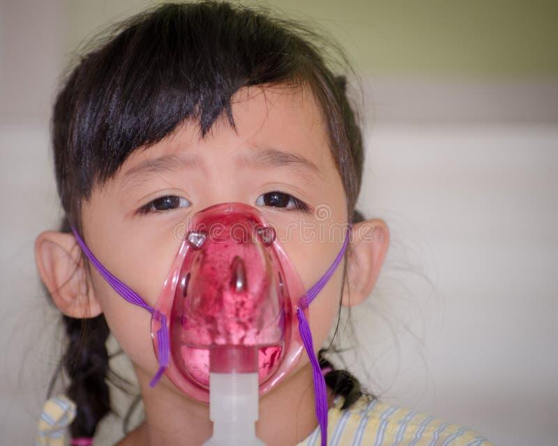 泰国孩子有病呼吸 库存照片