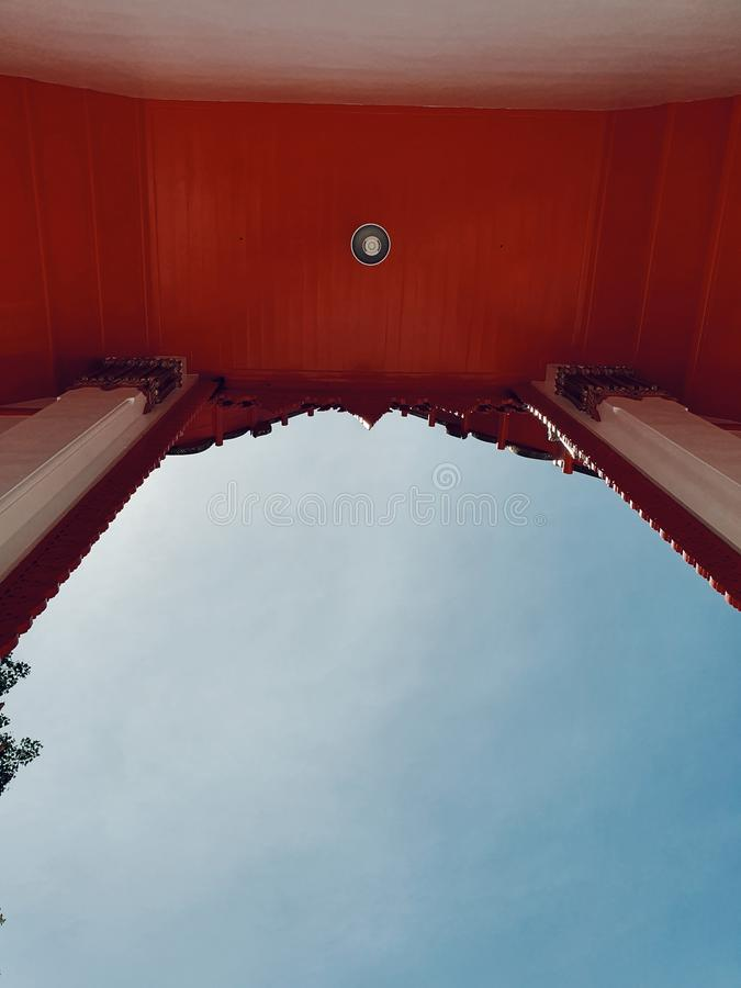 泰国寺庙,Nakhonsawan,泰国的主要大厅的正门 免版税库存图片