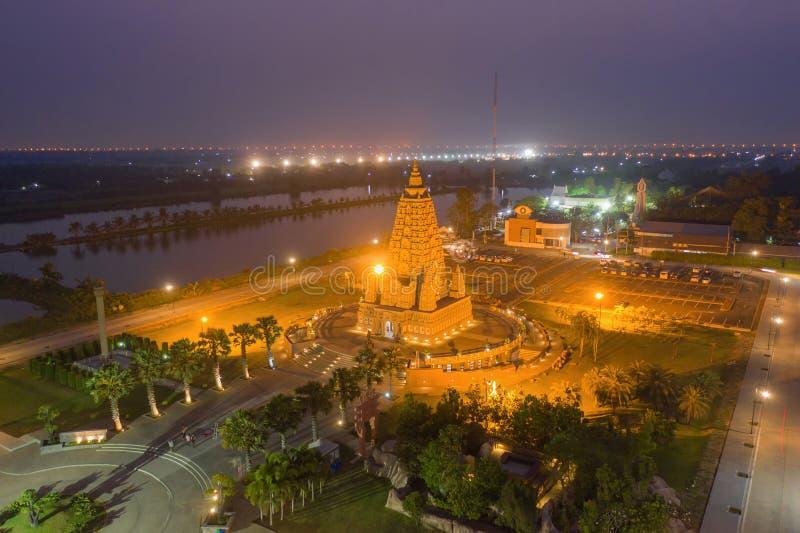 泰国巴吞他尼市佛寺潘雅南塔兰寺夜景 泰国建筑 免版税库存照片