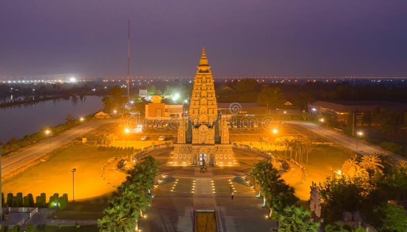 泰国巴吞他尼市佛寺潘雅南塔兰寺夜景 泰国建筑 图库摄影
