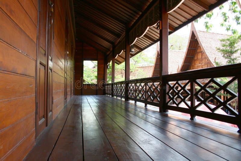 泰国房子的柚木树 免版税库存照片