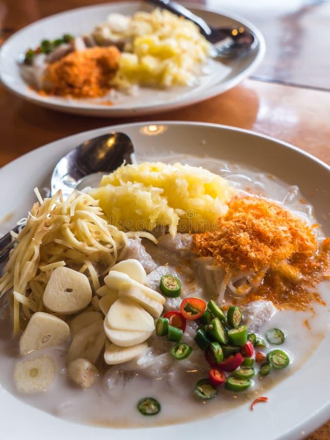 泰国新鲜的米粉用菠萝和椰奶 图库摄影