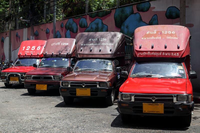 泰国旅游红皮卡车 免版税图库摄影