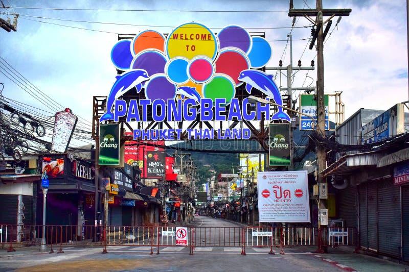 泰国普吉岛芭东海滩的Bangla步行街,2020年4月5日因冠状病毒而关闭了All公司 库存照片