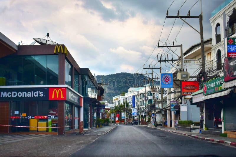 泰国普吉岛芭东海滩的Bangla步行街,2020年4月5日因冠状病毒而关闭了All公司 免版税库存照片