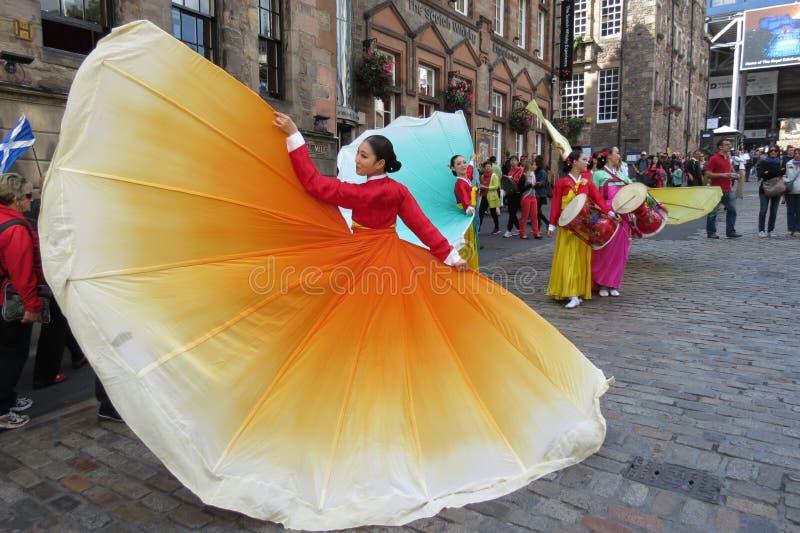 Download 泰国服装在爱丁堡 图库摄影片. 图片 包括有 葡萄酒, 金子, 聚会所, 招待, 舞蹈, 逗人喜爱, 夫人 - 59101997