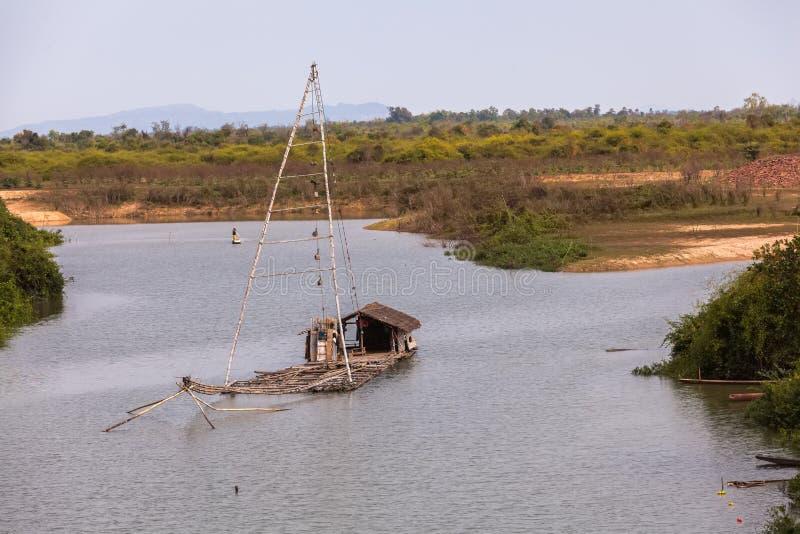 泰国样式渔船在湖,净钓鱼的泰国 免版税库存照片